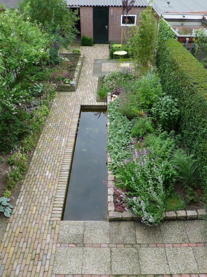 Tuinrenovatie Cornelis Dopperstraat - overzicht een jaar na aanplant