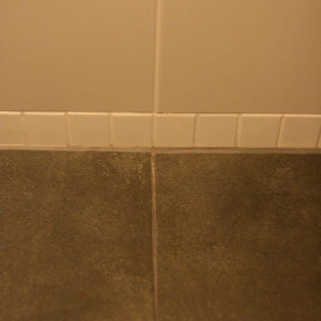 Toiletrenovatie - wand en vloer