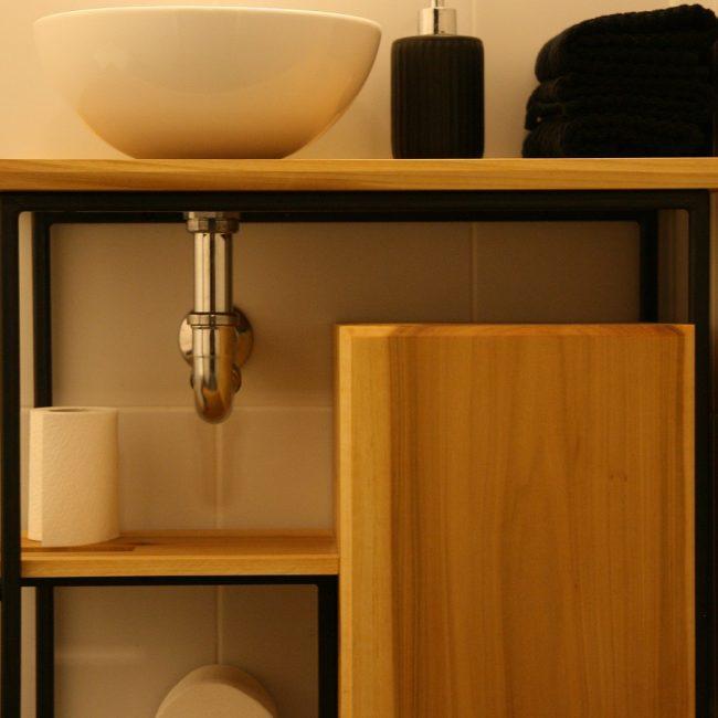 Toiletmeubel - ruimte met sifon