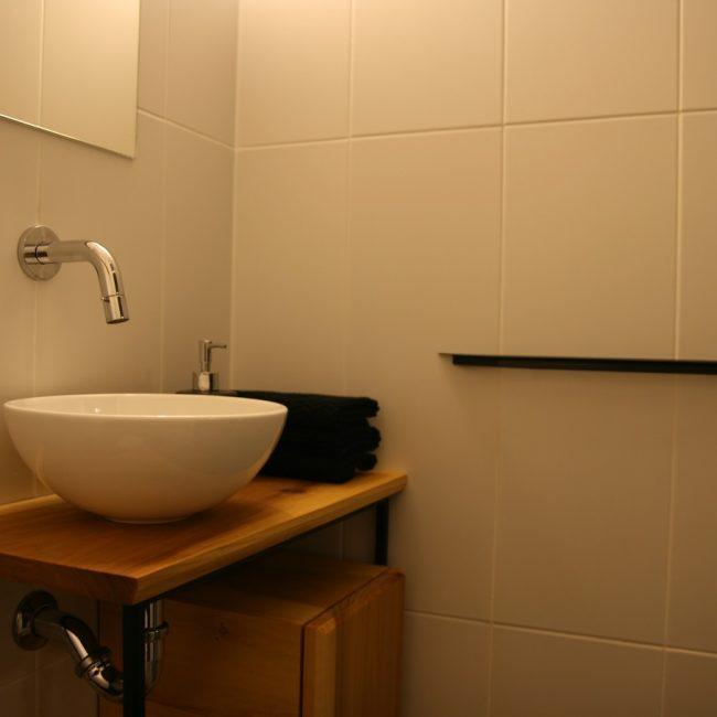 Toiletmeubel - kraan en waskom