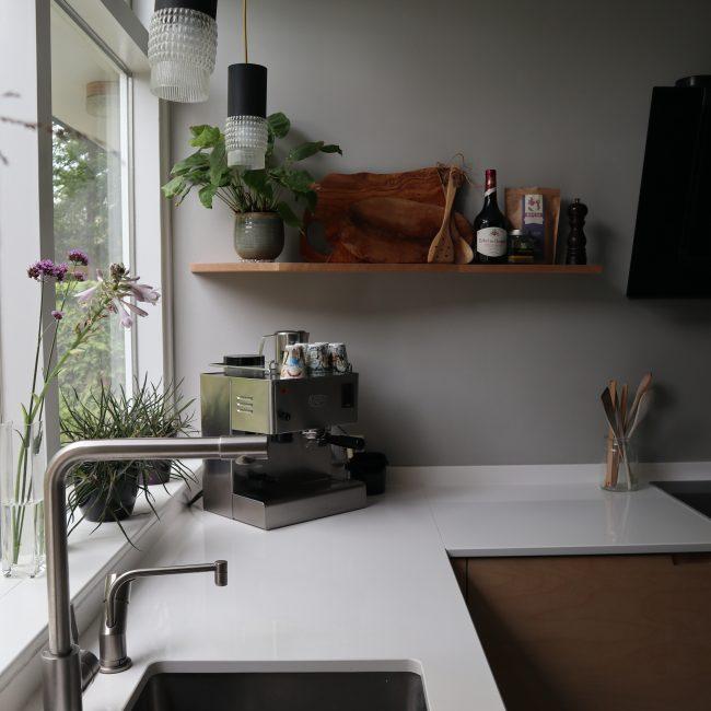 Keukenrenovatie - rvs accenten en omgebouwde lampen